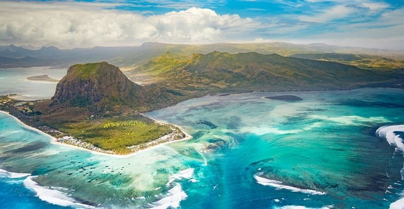 Discover Mauritius by helicopter