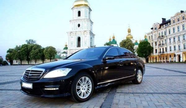 Hire Limousine to Travel inKiev Ukraine With Style and Comfort